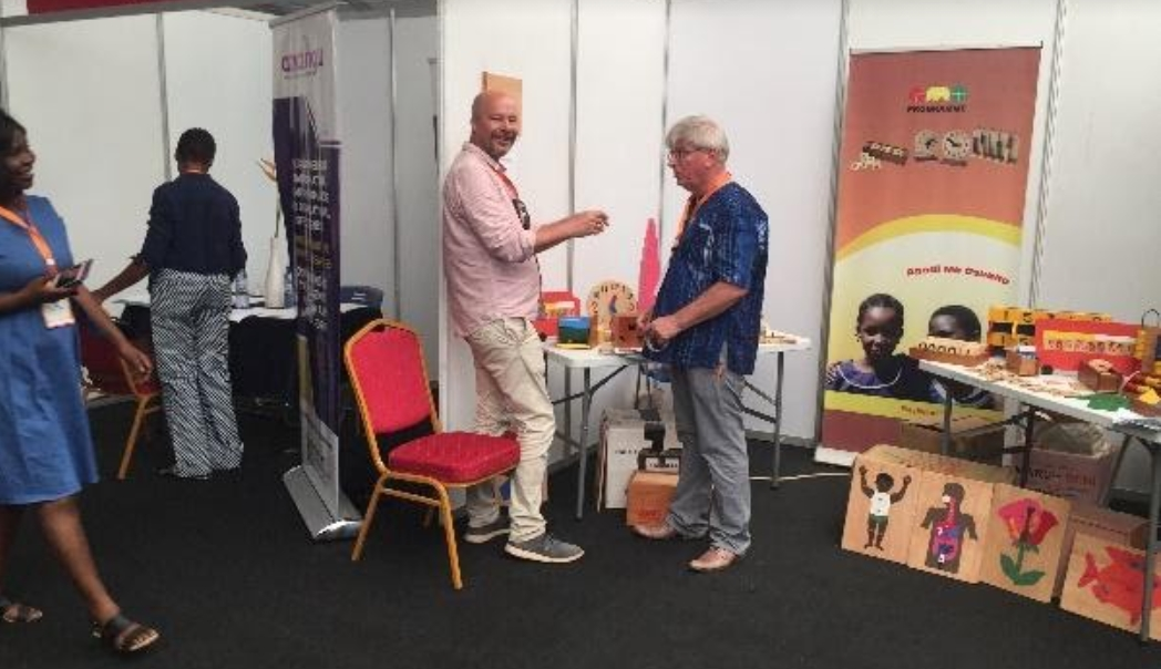 AMO presenteert zich op job trade fair in Accra